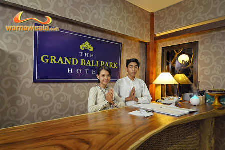 the grand bali park receptionist, reception, hotel the grand bali park